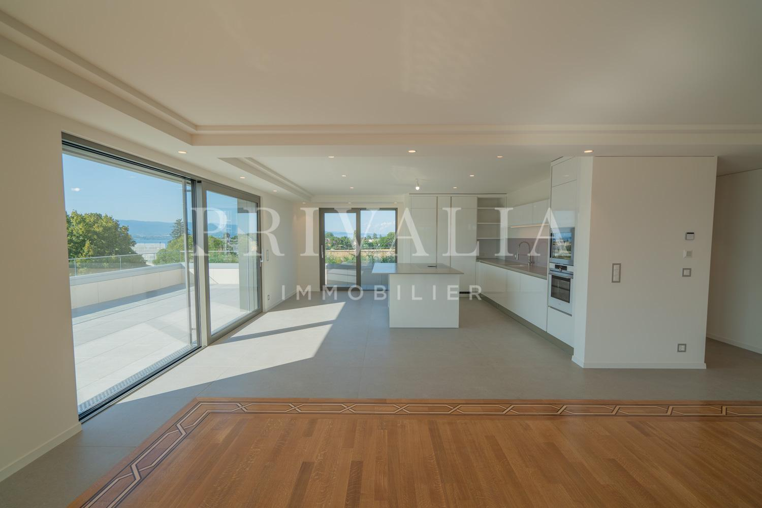 PrivaliaSumptuous 7.5 room penthouse with panoramic view of the lake and mountains